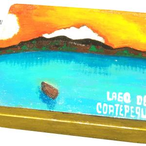 Cofre pintado con paisaje de Lago de Coatepeque